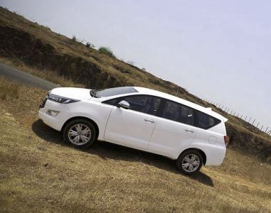 Hire Toyota Crysta in Mumbai